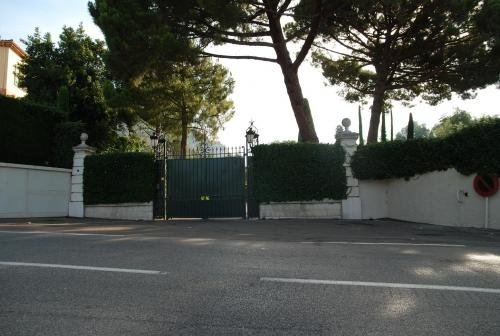 Front gates to the villa (Photo