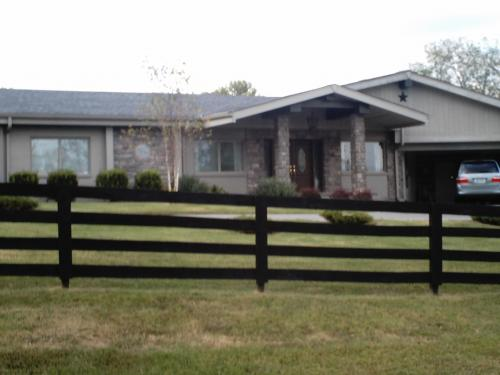 Johnny cash family home former in hendersonville tn for Johnny cash house hendersonville tn