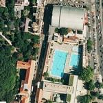 Crowded pool (Google Maps)