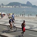 Cyclist & jogger in Rio (StreetView)