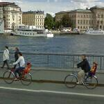 Bicycling family (StreetView)