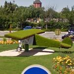 Plane in Roundabout (StreetView)