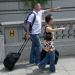 Couple pointing (StreetView)