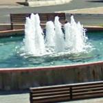 Fountain in roundabout (StreetView)