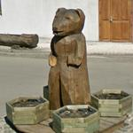 Wood carving in roundabout