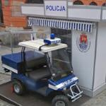 Mini police station & vehicle (StreetView)