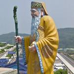 Giant statue of Tu Di Gong (StreetView)