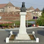 Statue of Lady Stanca in front of Fagaras Castle (StreetView)