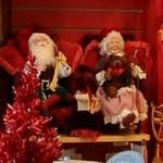 Santa with wife (StreetView)