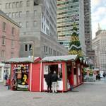 Christmas sales stands and Christmas tree (StreetView)