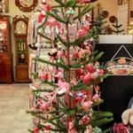 Girlie Christmas tree (StreetView)