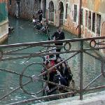 Two gondoliers (StreetView)