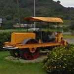 Asphalt rolller in a roundabout (StreetView)