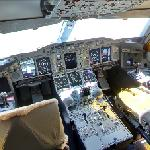 Airbus A380 flight deck (StreetView)