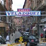 Calle Velázquez sign