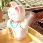 Maneki-neko in motion