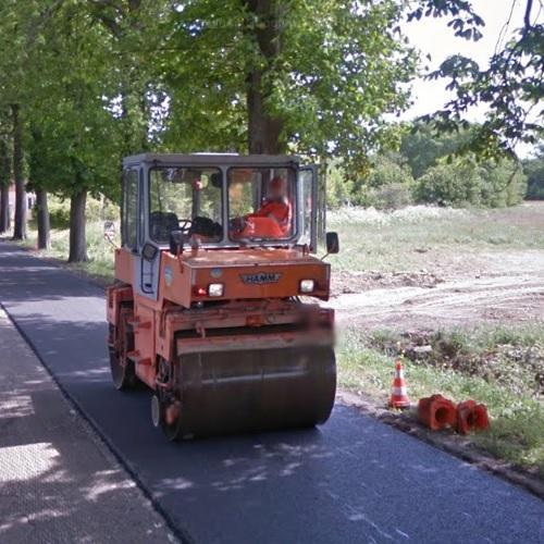 Road roller operator at work (StreetView)