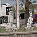 Fred, Wilma and Pebbles Flintstone (StreetView)