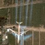 Airplane in flight with 4 long trail (Google Maps)
