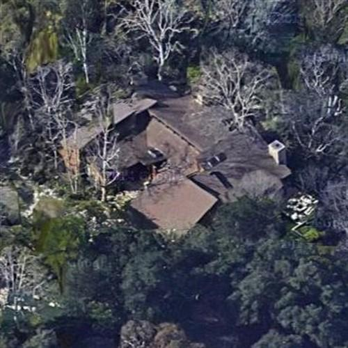 2048x2048 Kylie Jenner In Her House 5k Ipad Air Hd 4k: Kylie Jenner's House In Hidden Hills, CA (#2)