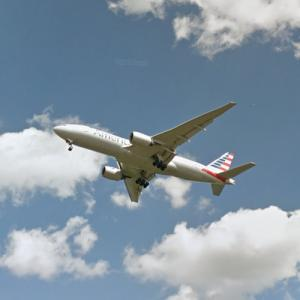 American Airlines Boeing 777 - Approaching Heathrow Airport (StreetView)