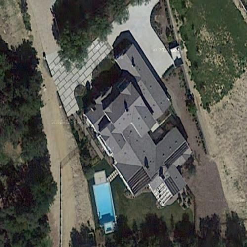 2048x2048 Kylie Jenner In Her House 5k Ipad Air Hd 4k: Kylie Jenner's House In Hidden Hills, CA (Google Maps) (#3