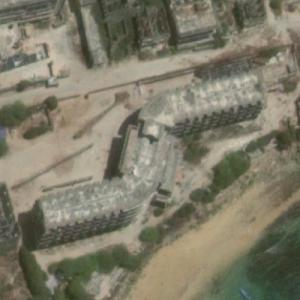 Al-Uruba Hotel in ruins (Google Maps)