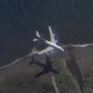 Airplane Landing at RUN (Google Maps)