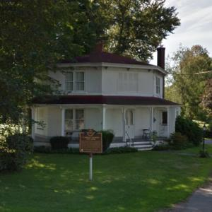 Clarence Darrow Octagon House (StreetView)