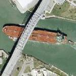Cargo cross Harbor Bridge (Google Maps)