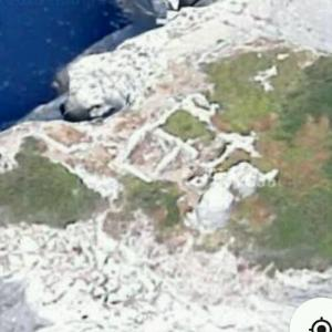 Archeological ruins on Tinetto Islet (Google Maps)
