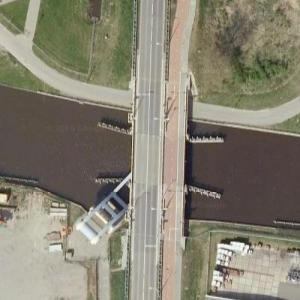 Unusual diagonal drawbridge (Google Maps)