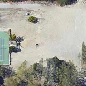 Joseph Englanoff's lot (previously Britney Spears' rental) (Google Maps)