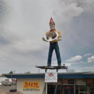 Farmington Muffler Man (StreetView)
