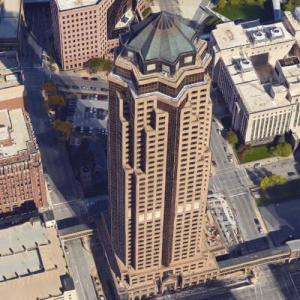 801 Grand (tallest building in Iowa) (Google Maps)