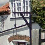 Gallow as decoration on an English inn (StreetView)