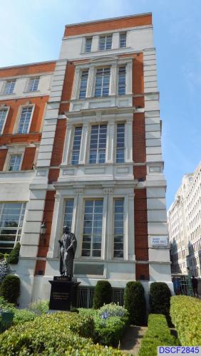 Statue of Michael Faraday
