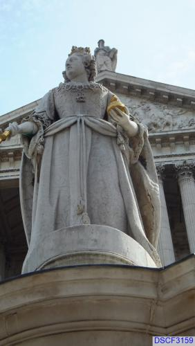 Queen Anne outside St Paul's Cathedral, London