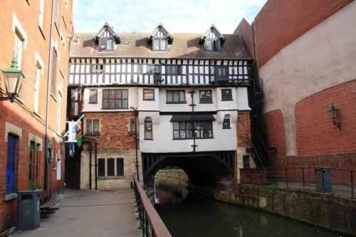 Oldest bridge house in the UK