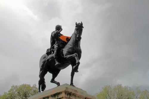 Equestrian statue of William III