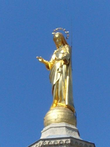Golden Mary-statue