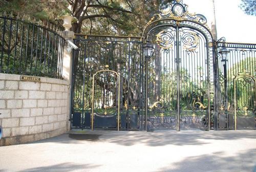 Front gates to Villa Nellcote (Photo's taken 2008)