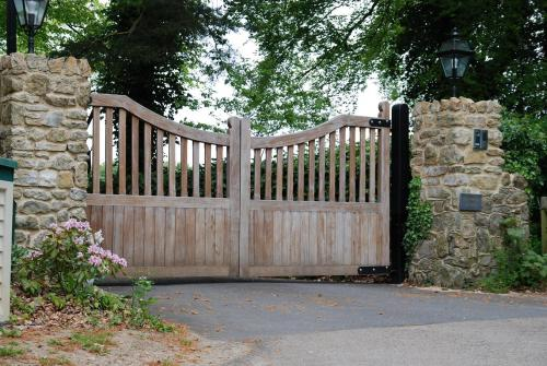 Cheryl Cole's House (Hurtmore House) Front gates