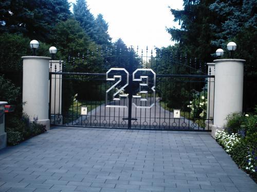 Michael Jordan's Gate in Highland Park, IL - Virtual ...  Michael Jordan&...