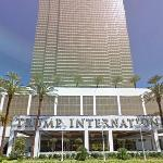 Trump International Hotel Las Vegas (StreetView)