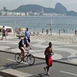Cyclist & jogger in Rio (StreetView)