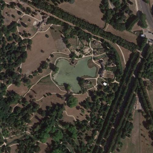 Queen's hamlet in Versailles (Google Maps)