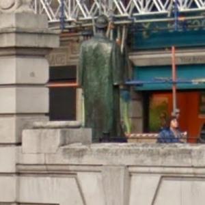Statue of Sherlock Holmes (StreetView)