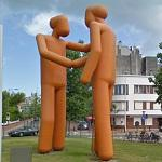 Hugs in the middle of the street (StreetView)