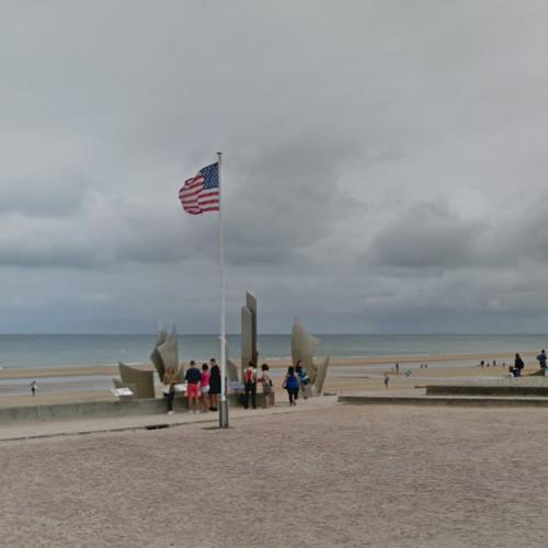 Omaha Beach Memorial (StreetView)